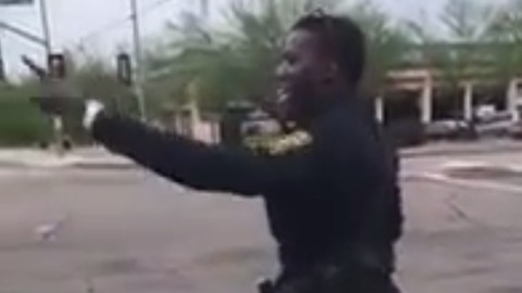Police officer shows off dance moves while directing traffic