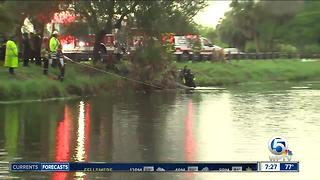 Vehicle crashes into canal at John Prince Park - Video