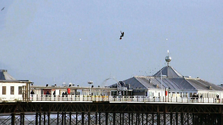 Kite Surfer Jumps Brighton Pier - Video