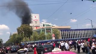 Fire breaks out in mexican buildings after earthquake - Video