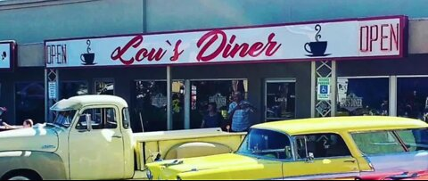 Lou's Diner Stays open amid COVID-19