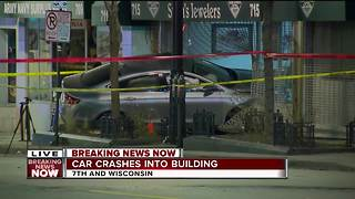 Car crashes into building on Wisconsin Avenue in downtown Milwaukee - Video