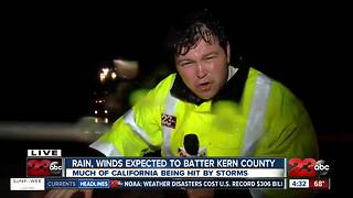 Harsh winds and rain hitting the Grapevine - Video
