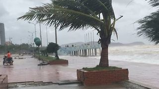 Waves Batter Coast as Typhoon Hits Vietnam - Video
