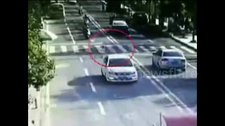 Terrifying moment little boy runs into road and is hit by car - Video