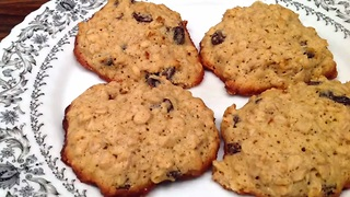 How to quickly make oatmeal raisin cookies - Video