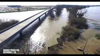 Tens of Thousands Evacuated Because of Damaged Spillway - Video