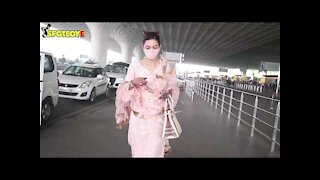 Newly wed Gauahar Khan spotted at the Airport   SpotboyE