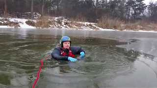 Polish Man Teaches 10-Year-Old Girl to Be Safe on Ice - Video