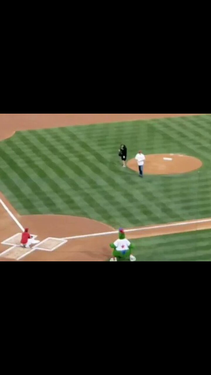 Jay Steele - Bruce Willis 'Booed' After Bad First Pitch at Phillies Game