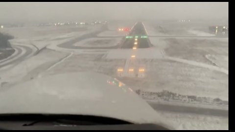 Watch This Pilot Make a Perfect Landing in Very Low Visibility