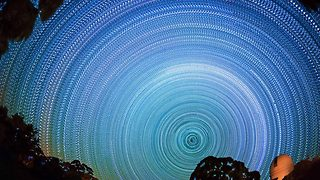 Images of the night sky make Milky Way look like beautiful pinwheels - Video