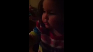 A cute child decides to create her own song - Video