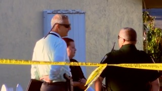 Lake Worth resident wakes up, finds body in his yard - Video