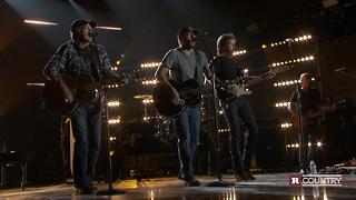 Brooks & Dunn and Jason Aldean team up for 50th Annual CMA Awards | Rare Country - Video