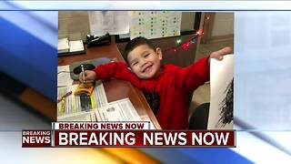 Milwaukee police searching for family of lost 4-year-old boy - Video