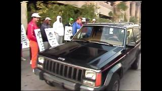 NFL Strike 1987: Bengals taunt Reggie Williams as he drives through the picket line - Video