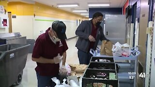 KCKPS offers free meals to students during virtual learning