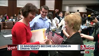 32 immigrants become U.S. citizens in Omaha Friday