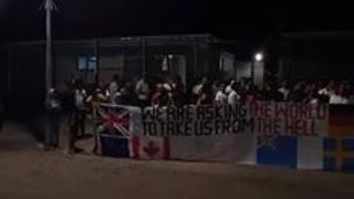 Refugees Protest Treatment in Detention Centre, Mourn Man Found Dead on Manus Island - Video