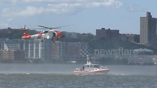 Coast Guard demonstrate search and rescue in Manhattan