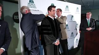 Medical College of Wisconsin makes Aaron Rodgers honorary doctor - Video