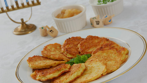 Here's Why Jewish People Eat Fried Foods During Chanukah