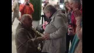 Heartwarming Proposal at Dublin Airport - Video