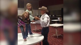 Funny Girl Photobombs Her Sister's Dance - Video