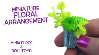 How to make a miniature floral arrangement with real flowers - Video