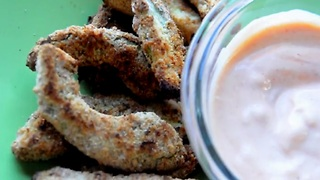 How to make baked avocado fries with spicy aioli - Video
