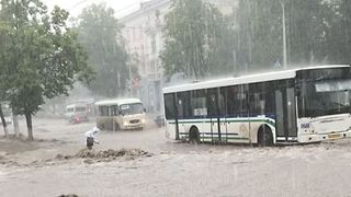Downpour and Clogged Drains Cause Flooding in Streets of Ufa - Video