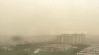 Time-lapse footage of sandstorm hitting northern China - Video