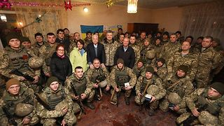 US Senators Visit Troops on Front Line in Eastern Ukraine - Video