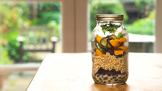 Roasted vegetable and feta jar salad - Video