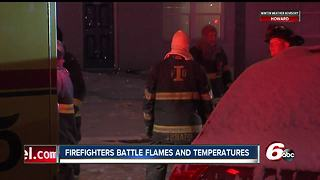 Firefighters battle flames and temperatures at apartment complex - Video