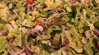 How to make a fattoush salad - Video