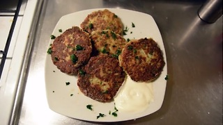 How to make crispy cauliflower fritters - Video