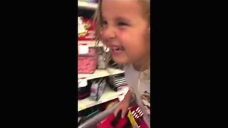 Adorable Little Girl Loves This Funny Lunchbox - Video