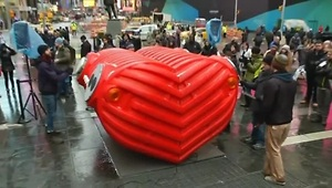 Giant heart beats in Times Square - Video