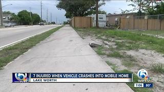 Vehicle crashes into mobile home in Lake Worth