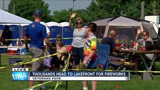 Thousands head to the lakefront for the fireworks - Video