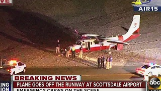 Plane veers off runway at Scottsdale airport - Video