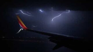 Scary lightning storm prevents plane from landing