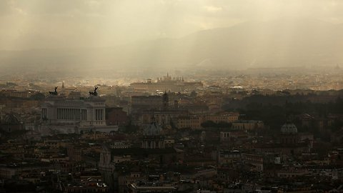 Thousands In Rome Protest Lagging City Maintenance, Mayor