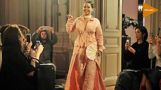 Rihanna unveils new line at Paris Fashion Week - Video