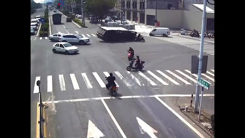 Motorcyclist narrowly misses death by inches as truck makes sharp swerve