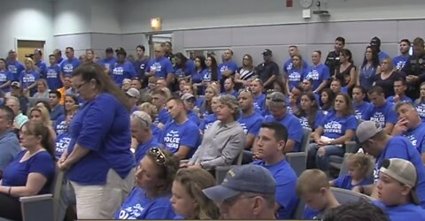 Over 100 police officers show up to Jupiter town council meeting, asking for pay raises