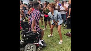Man in wheelchair can't stop dancing during music festival