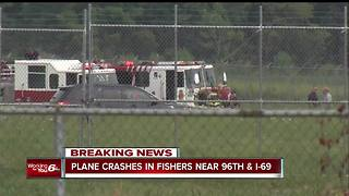 One person killed in a small plane crash at airport in Fishers - Video